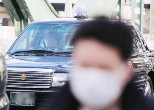 [르포] 마스크 없이 접객·택시운전…코로나19 경계 느슨한 도쿄