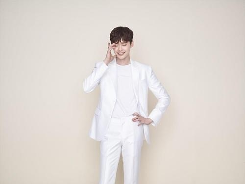 Lee Jong-suk-themed phone to be released in China in Nov.