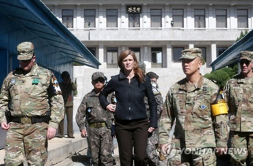 United States Ambassador to the United Nations Samantha Power (C) at the truce village of Panmunjom on Oct. 9, 2016. (Yonhap)