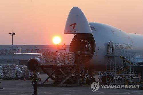Int'l air cargo at Incheon airport reaches record high in 2016 - 1