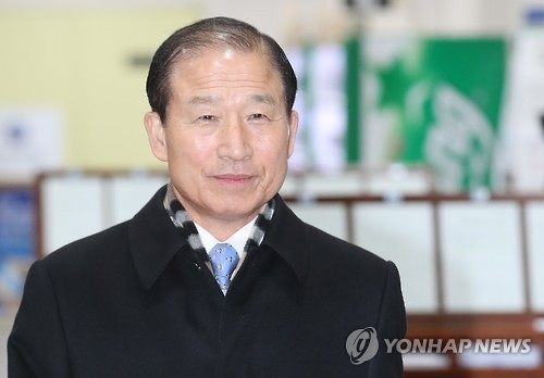 Former Chief of Naval Operations Chung Ok-geun appears at the Seoul High Court in southern Seoul for his corruption trial on Feb. 2, 2017. (Yonhap)