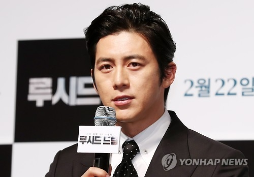 "Actor Go Soo speaks during a news conference for the Korean sci-fi thriller ""Lucid Dream"" at the CGV-Apgujeong theater in southern Seoul on Feb. 2, 2017. (Yonhap)"