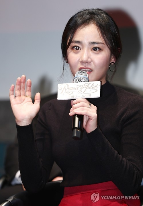 "In this file photo, actress Moon Geun-young speaks to reporters at a media event in Seoul on Nov. 14, 2016 for her theater production ""Romeo and Juliet."" (Yonhap)"