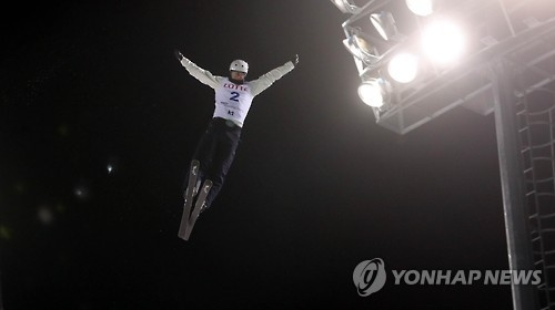 Anton Kushnir of Belarus performs in the men's aerial skiing finals at the FIS Freestyle Ski World Cup in PyeongChang, Gangwon Province, on Feb. 10, 2017. (Yonhap)