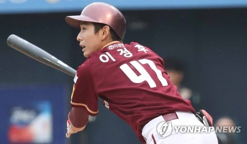 In this file photo taken on June 29, 2017, Lee Jung-hoo of the Nexen Heroes watches his line drive in a Korea Baseball Organization game against the NC Dinos at Masan Stadium in Changwon, South Gyeongsang Province. (Yonhap)
