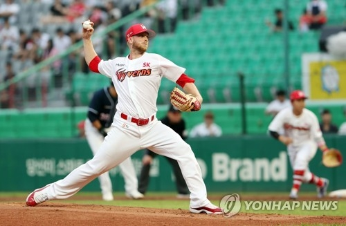 In this file photo taken July 19, 2017, Merrill Kelly of the SK Wyverns throws a pitch against the Doosan Bears in the clubs' Korea Baseball Organization game at Incheon SK Happy Dream Park in Incheon, around 40 kilometers west of Seoul. (Yonhap)