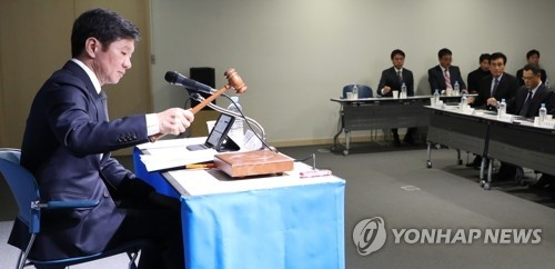 In this file photo taken Nov. 16, 2017, Korea Football Association (KFA) President Chung Mong-gyu uses a gavel to start a meeting at KFA House in Seoul. (Yonhap)