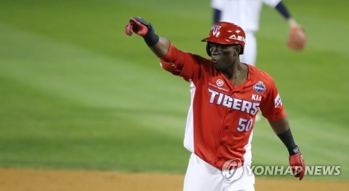 In this file photo from Oct. 30, 2017, Roger Bernadina of the Kia Tigers celebrates his RBI single against the Doosan Bears in the top of the third inning in Game 5 of the Korean Series at Jamsil Stadium in Seoul. (Yonhap)