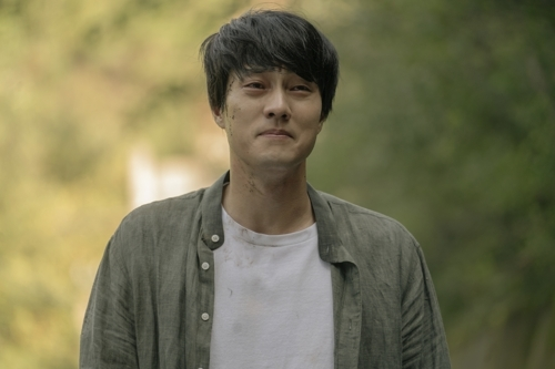 "Actor So Ji-sub plays Woo-jin in a scene from ""Be With You."" This still was provided by Lotte Entertainment. (Yonhap)"