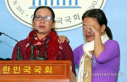 Nguyen Titan, a Vietnamese victim of a massacre during the Vietnam War, speaks during a press conference at the National Assembly in Seoul on April 19, 2018. (Yonhap)