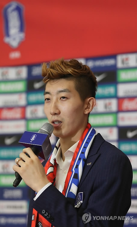 South Korean football goalkeeper Jo Hyeon-woo speaks during an interview at Incheon International Airport after arriving back from the FIFA World Cup in Russia on June 29, 2018. (Yonhap)