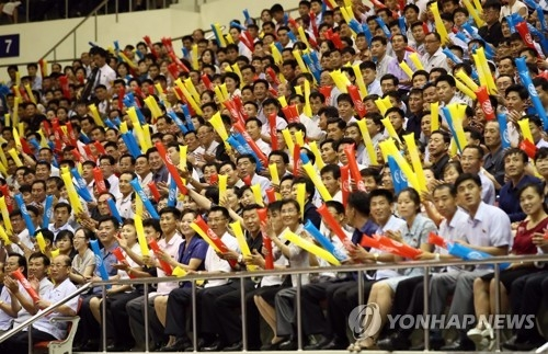 This pool photo taken on July 4, 2018, shows North Korean spectators watching a friendly basketball game featuring mixed teams of South Korean and North Korean players at Ryugyong Chung Ju-yung Gymnasium in Pyongyang. (Yonhap)