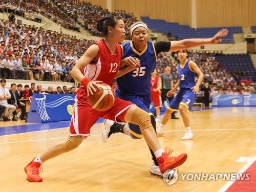In this Joint Press Corps photo, Ro Suk-yong of North Korea (L) tries to drive past Kim Han-byul of South Korea during a friendly basketball game against North Korea at Ryugyong Chung Ju-yung Gymnasium in Pyongyang on July 5, 2018. (Yonhap)