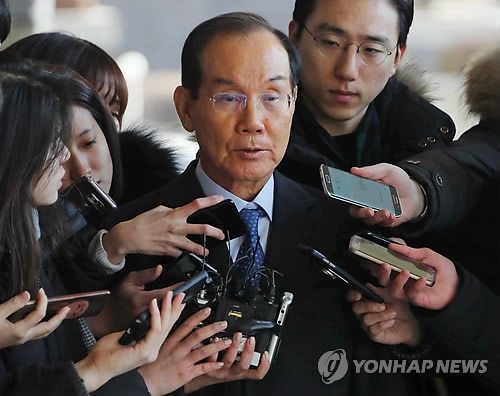 The photo shows Lee Hak-soo, former Samsung vice chairman, on February 15, 2018, as he appeared for prosecution questioning over bribery suspicion in connection with former President Lee Myung-bak. (Yonhap)