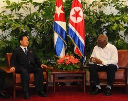 A photo captured from the Prensa Latina News Agency on Aug. 17, 2018, shows North Korea's Choe Ryong-hae (L) visiting Cuba. (Yonhap)