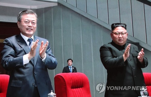 (3rd LD) At mass games, Moon delivers Seoul leader's first address to North Koreans - 2