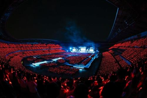 The photo provided by SM Entertainment shows TVXQ's concert at Nissan Stadium, also known as International Stadium Yokohama, in Japan in June 2018. (Yonhap)