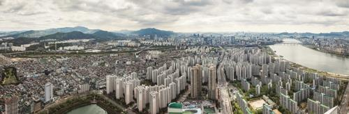 This photo, provided by Lotte Group and taken from the observation deck of Lotte World Tower, the tallest building in South Korea, shows Seoul's cityscape dotted with apartments. (Yonhap)