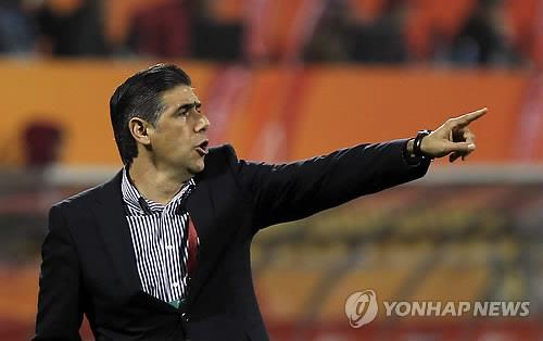 This file photo taken on Jan. 20, 2011, shows then-Iran national football team head coach Afshin Ghotbi at the AFC Asian Cup in Doha. (Yonhap)
