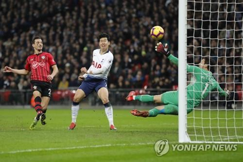 In this Associated Press photo, Tottenham's Son Heung-min (C) scores his side's third goal during the English Premier League match between Tottenham Hotspur and Southampton at Wembley Stadium in London on Dec. 5, 2018. (Yonhap)