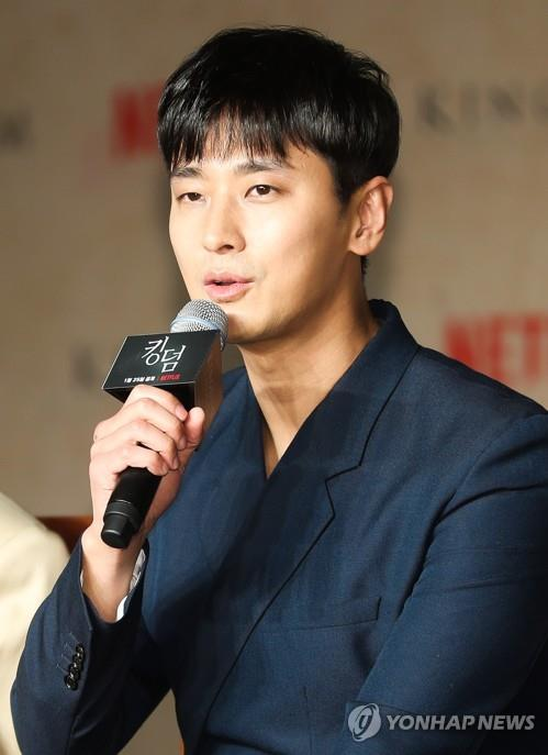"Actor Ju Ji-hoon speaks during a press conference on Jan. 21, 2019, held to announce the release of ""Kingdom,"" Netflix's first original Korean-language drama series. (Yonhap)"