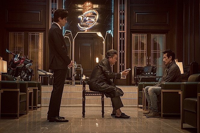 (Movie Review) Dirty cop battles dirtier business tycoon in 'Jo Pil-ho: The Dawning Rage' - 3