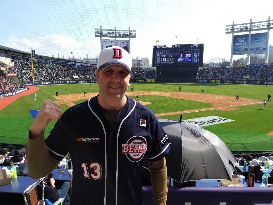 Mark Lippert, former U.S. ambassador to South Korea, poses for a photo at a Korea Baseball Organization game between the home team Doosan Bears and the Hanwha Eagles at Jamsil Stadium in Seoul on March 23, 2019. (Yonhap)