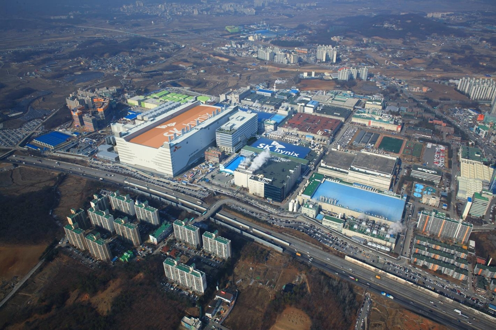 (LEAD) SK hynix wins nod to build semiconductor cluster near Seoul