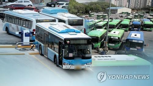 (LEAD) Bus drivers hold last-minute talks with management on eve of threatened strike