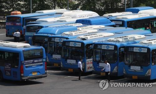 Bus drivers in Seoul, major cities cancel planned strike after reaching wage deal