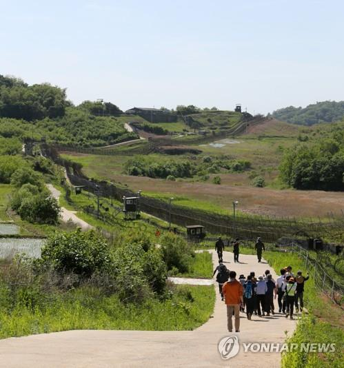 This file photo taken on May 29, 2019, shows journalists walking along the DMZ Peace Trail in Cheorwon of Gangwon Province ahead of its formal opening in June. (Yonhap)