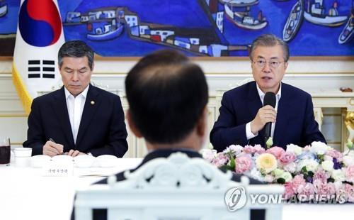 (LEAD) Moon mentions responsibility for cases of lax military discipline