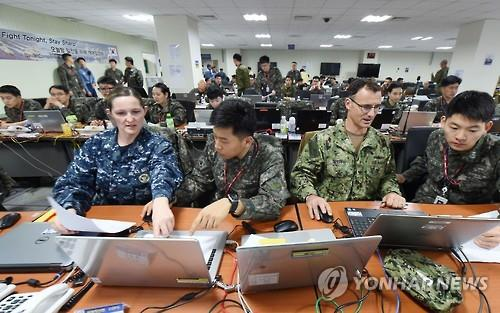 South Korean and U.S. soldiers engage in a computer simulated exercise called Key Resolve in Busan, South Korea, on March 10, 2016, in this photo provided by the Navy Fleet Command. (PHOTO NOT FOR SALE) (Yonhap)