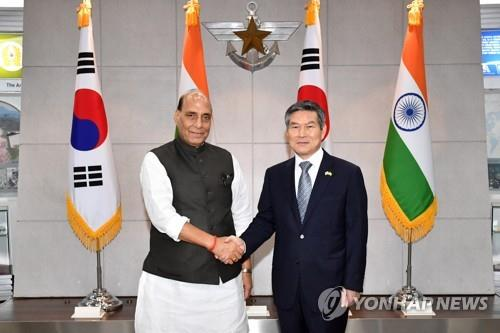 S. Korean, Indian defense chiefs vow to boost military ties, exchanges