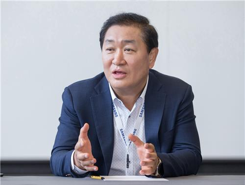 Han Jong-hee, president of Samsung Electronics Co.'s visual display business, speaks during a meeting with reporters on Sept. 6, 2019, on the sidelines of the IFA technology show in Berlin, in this photo provided by the company. (PHOTO NOT FOR SALE) (Yonhap)