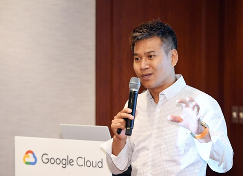 Yang Seung-do, an official in charge of Google Inc.'s cloud business in South Korea, speaks to reporters on Sept. 25, 2019, in this photo provided by Google. (PHOTO NOT FOR SALE) (Yonhap)