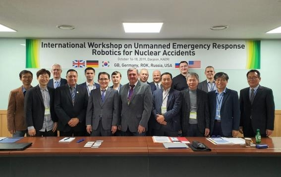 This photo provided by the Korea Atomic Energy Research Institute shows experts from South Korea, the U.S., Russia, Germany and Britain at a workshop to discuss ways to use robots in nuclear accidents on Oct. 16, 2019, in the country's central city of Daejeon. (PHOTO NOT FOR SALE) (Yonhap)