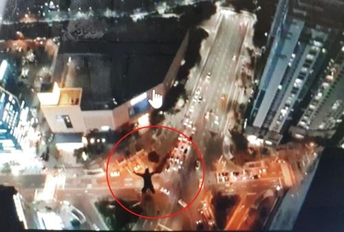 This image of a man base jumping from a skyscraper in Busan is captured from a video posted on the jumper's social media account. (PHOTO NOT FOR SALE) (Yonhap)