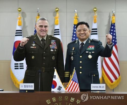South Korea's Joint Chiefs of Staff Chairman Gen. Park Han-ki (R) and his U.S. counterpart, Gen. Mark Milley, pose for a photo during the 44th Military Committee Meeting in Seoul on Nov. 14, 2019, in this photo provided by Park's office. (PHOTO NOT FOR SALE) (Yonhap)