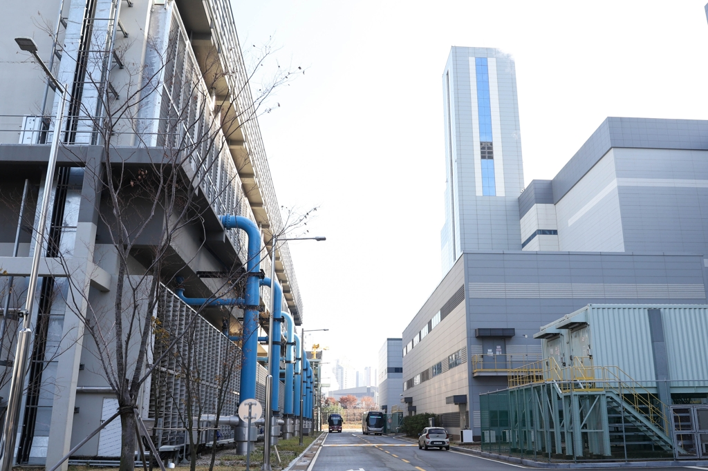 This photo released by the Korea Energy Agency on Dec. 5, 2019, shows a hydrogen fuel cell power plant in Dongtan, south of Seoul. (PHOTO NOT FOR SALE) (Yonhap)