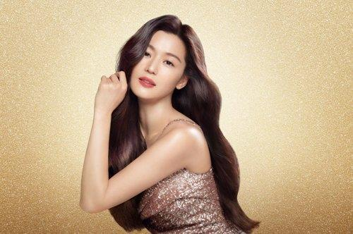 This file photo provided by LG Household & Health Care shows Jun Ji-hyun posing as an LG product model. (PHOTO NOT FOR SALE) (Yonhap)