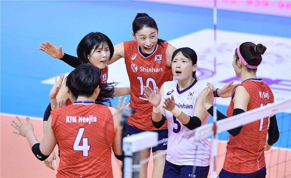 In this photo provided by FIVB on Jan. 9, 2020, South Korean players celebrate a point against Kazakhstan in their Pool B match of the Asian Olympic women's volleyball qualification tournament at Korat Chatchai Hall in Nakhon Ratchasima, Thailand. (PHOTO NOT FOR SALE) (Yonhap)