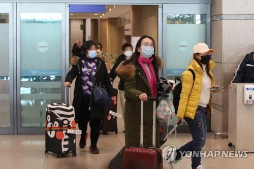 Chinese nationals arrive at Incheon International Airport, west of Seoul, on Feb. 4, 2020, after undergoing toughened quarantine and immigration procedures. (Yonhap)