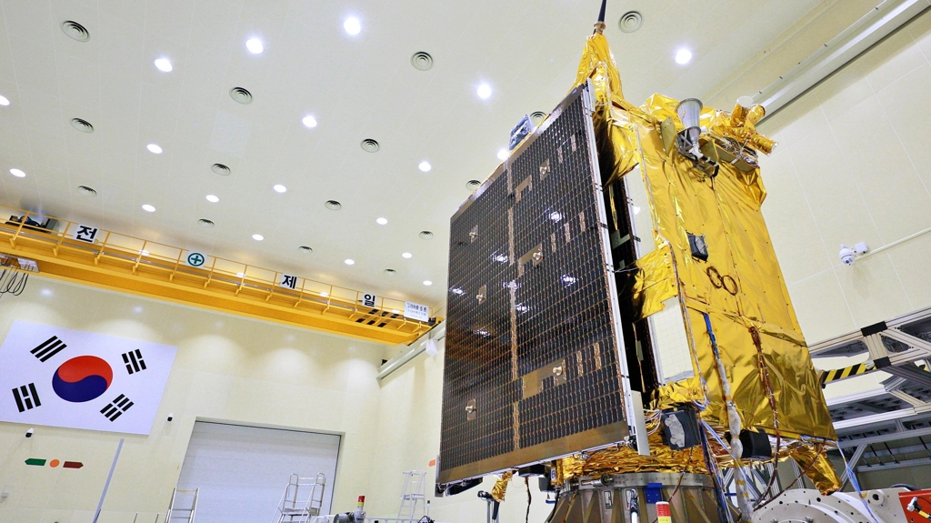 This undated file photo provided by KARI shows the Chollian-2B with its solar panels in the folded position ahead of being shipped to the Guiana Space Center of Kourou, French Guiana. (PHOTO NOT FOR SALE) (Yonhap)