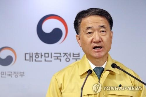 Health and Welfare Minister Park Neung-hoo speaks during a press meeting on quarantine measures to fight the new coronavirus, which is spreading fast across the country, in Seoul, on Feb. 21, 2020. (Yonhap)