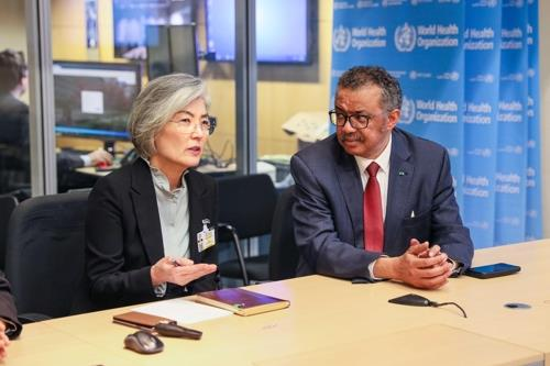 Foreign Minister Kang Kyung-wha and Tedros Adhanom Ghebreyesus, the head of the World Health Organization hold talks in Geneva, Switzerland on Feb. 23, 2020 in this photo provided by the foreign ministry. (PHOTO NOT FOR SALE) (Yonhap)