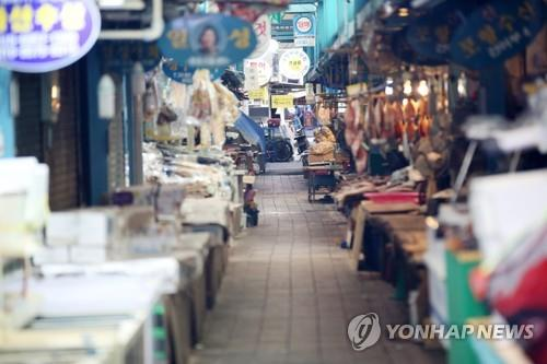 This file photo taken on Feb. 23, 2020, shows a deserted traditional market in Pohang, North Gyeongsang Province. (Yonhap)