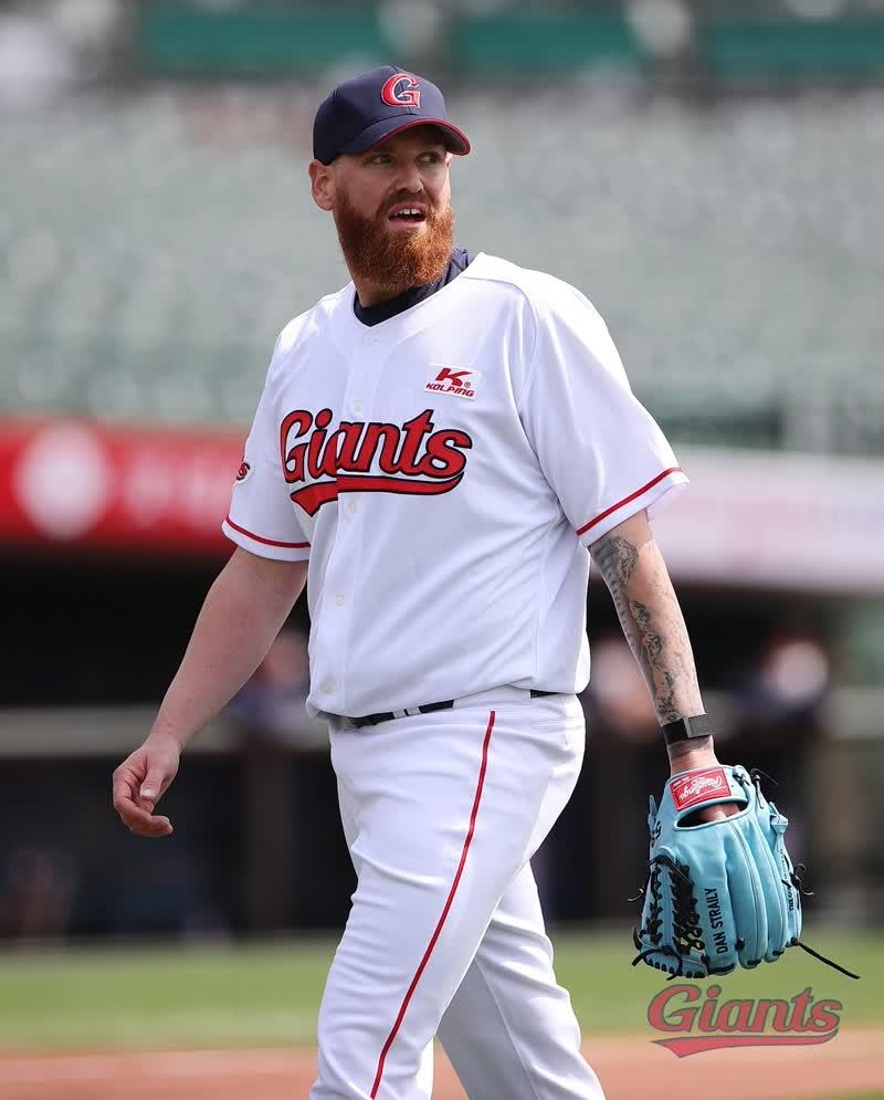 Yonhap Interview) MLB veteran Dan Straily trying to lead by ...