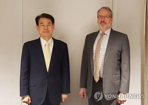Jeong Eun-bo (L), South Korea's chief negotiator in defense cost-sharing talks with the United States, poses for a photo with his U.S. counterpart, James DeHart, at their latest round of negotiations in Los Angeles on March 17, 2020, in this photo provided by the foreign ministry. (PHOTO NOT FOR SALE) (Yonhap)