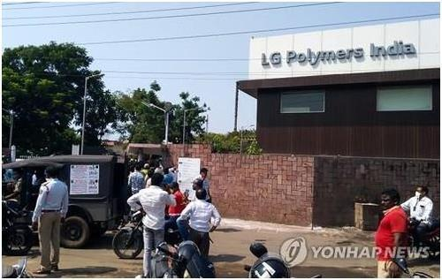 (LEAD) LG Chem sends officials to India over deadly gas leak